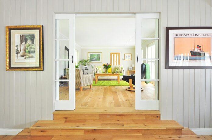 Dlaczego warto ozdabiać ściany tapetami?