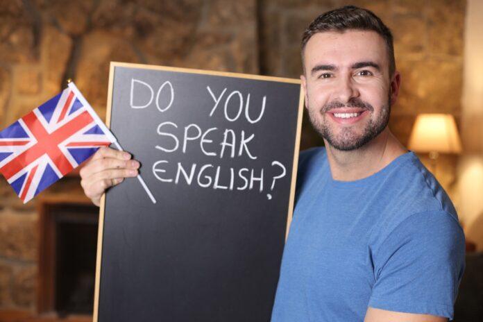 Praca sezonowa za granicą i nie tylko. Dlaczego warto nauczyć się języka angielskiego przed wakacjami?