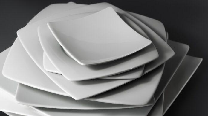 W jaki sposób wyrabiana jest porcelana polska?