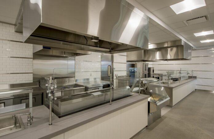 Najważniejsze funkcje okapu kuchennego gastronomicznego